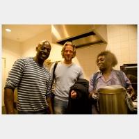 Rogillio en zijn moeder samen met de Coffeemania kok Jesse
